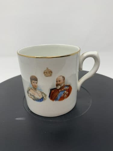 ROYAL DOULTON COMMEMORATIVE CUP CORONATION OF KING EDWARD VII 1902