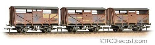 Bachmann 37-716 Triple Pk 8 Ton Cattle Wagon BR Bauxite Weathered