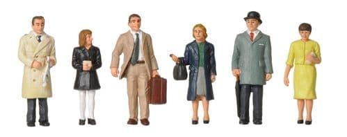 Farish 379-315 1960/70's Standing Station Passengers