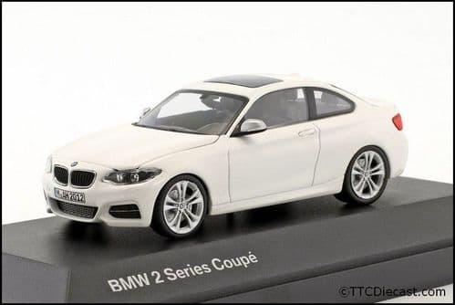 Dealer model BMW 2336869 - BMW 2 Series COUPE F22 alpine white -  1:43 Scale