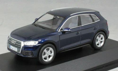 iScale 5011605632 - 1:43 Scale Audi Q5 Navarra Blue - Audi Dealer Packaging
