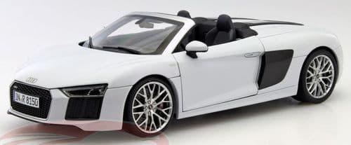 iScale 5011618551 - 1:18 Scale Audi R8 Spyder V10 Suzuka Grey - Audi Dealer Packaging
