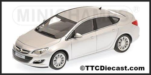 MINICHAMPS 410 042000 - Opel Astra 4-Door 2012 - Silver