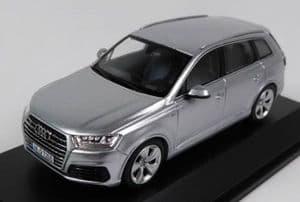 Spark 5011407613 - 1:43 Scale Audi Q7 - Foil Silver - Audi Main Dealer Packaging