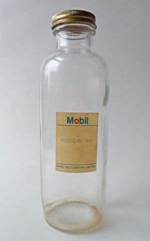 Unusual Vintage Mobil Motor Oil Company Glass Bottle Vacuoline Screw Top Cap Rawbridge Circa 1960s Machine Motor