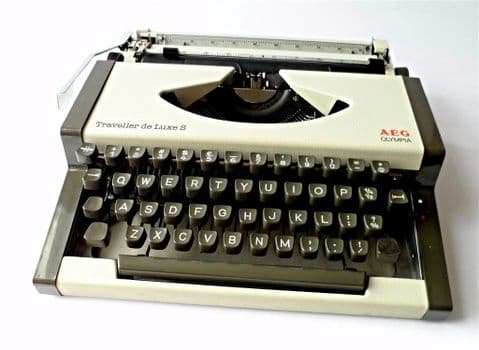Vintage AEG Olympia Traveller de Luxe S Portable Manual Typewriter in Case 1970s 1980s