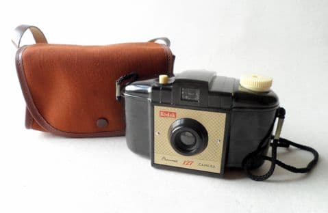 Vintage Camera Kodak Brownie 127 Film Circa 1950s Model 1 Type 2 Cross Hatched Face 1956-59 complete with Case 35mm