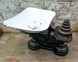 Vintage Country Kitchen Cast Iron No. 9 Weighing Scales 1930s c/w Set of Imperial Cast Iron Weights