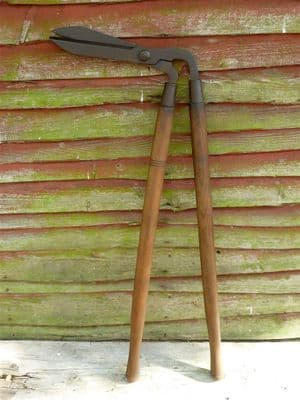 Vintage Gardening Tool Long Handled Garden Lawn Grass Edging Shears Cutters Trimmers